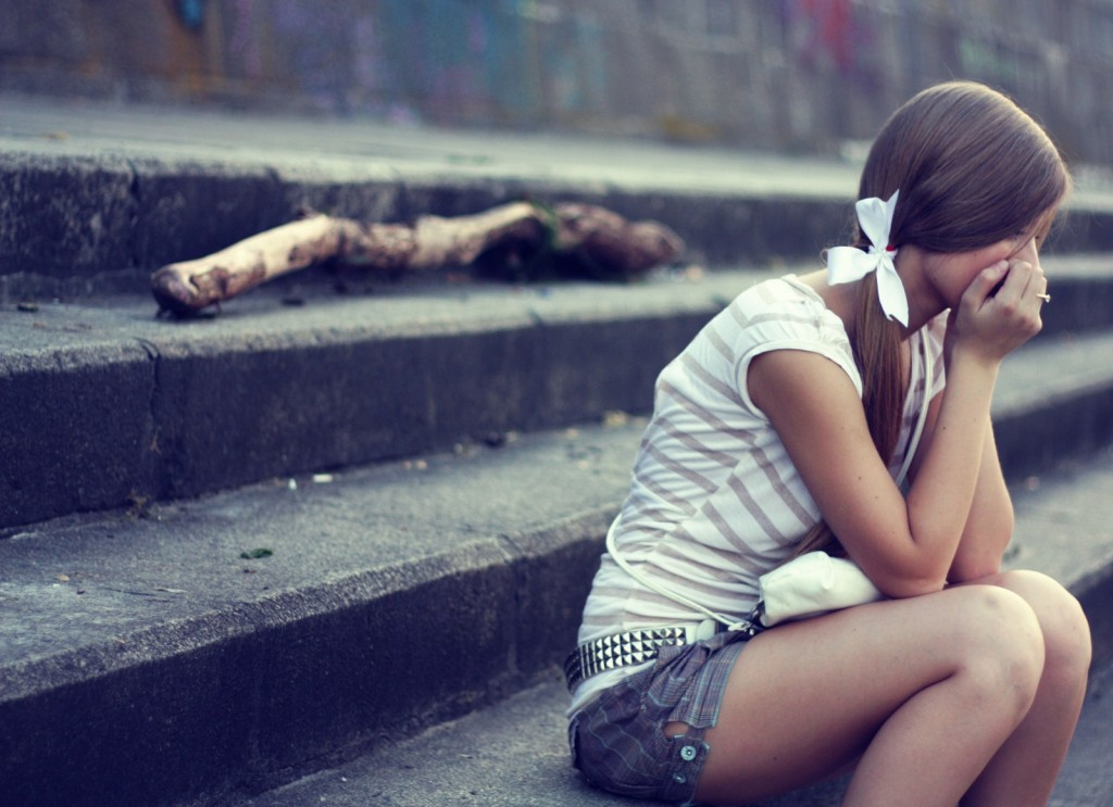 Sad-Girl-City-Photo-HD-Wallpaper